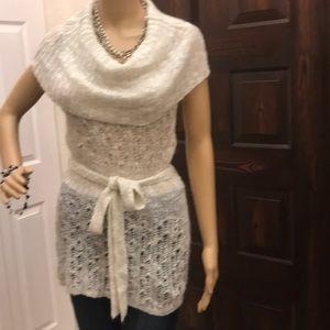 Sweaters - Off white sweater sleeveless M